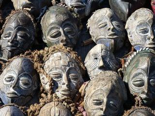 Masques africains et tourisme en Afrique