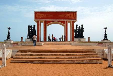 La porte de non-retour de Ouidah dans le royaume de Dahomey